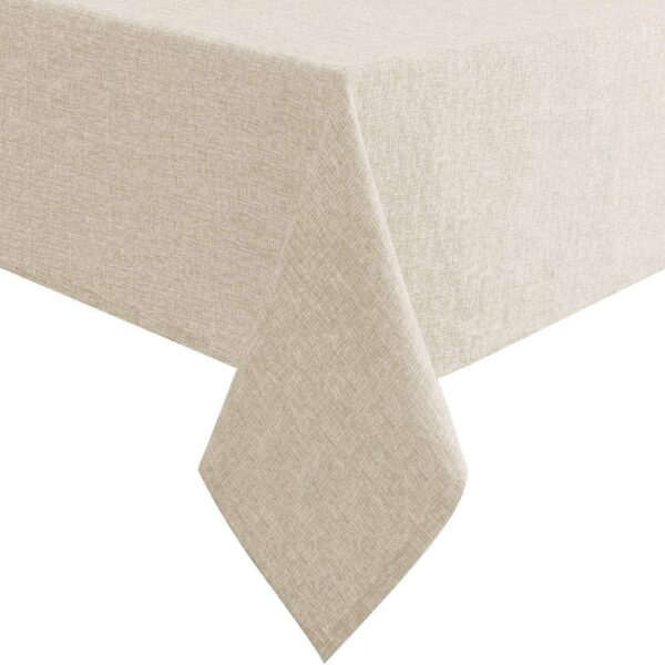 The edges and cuttings of the table cover